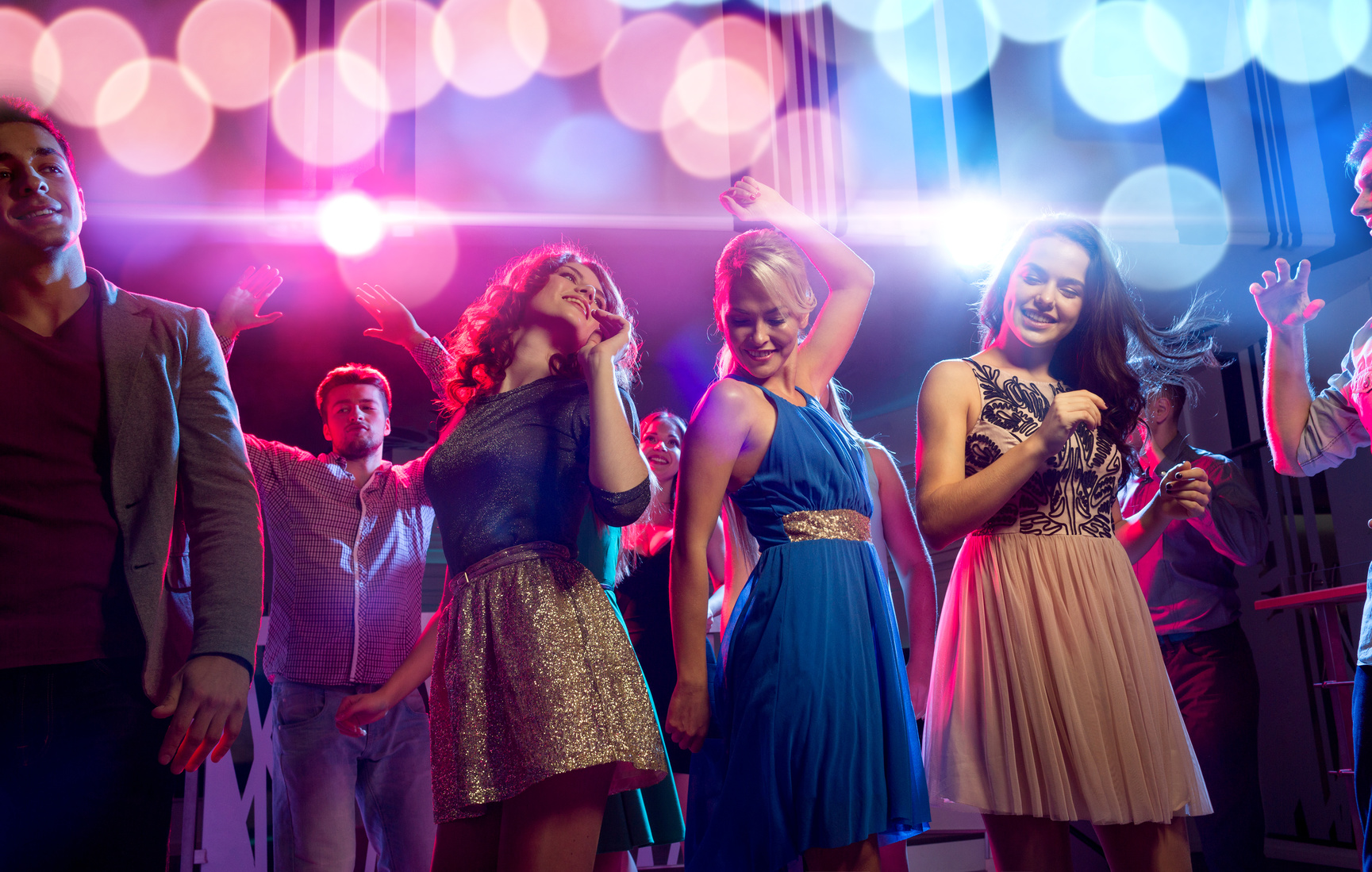 Junge Menschen beim Tanzen