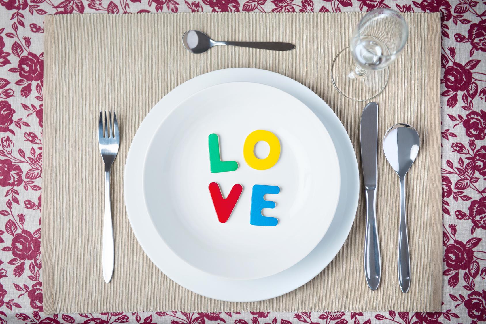 Tischdekoration mit Thema LOVE