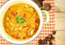 Rote Linsensuppe mit Paprika und Karotten