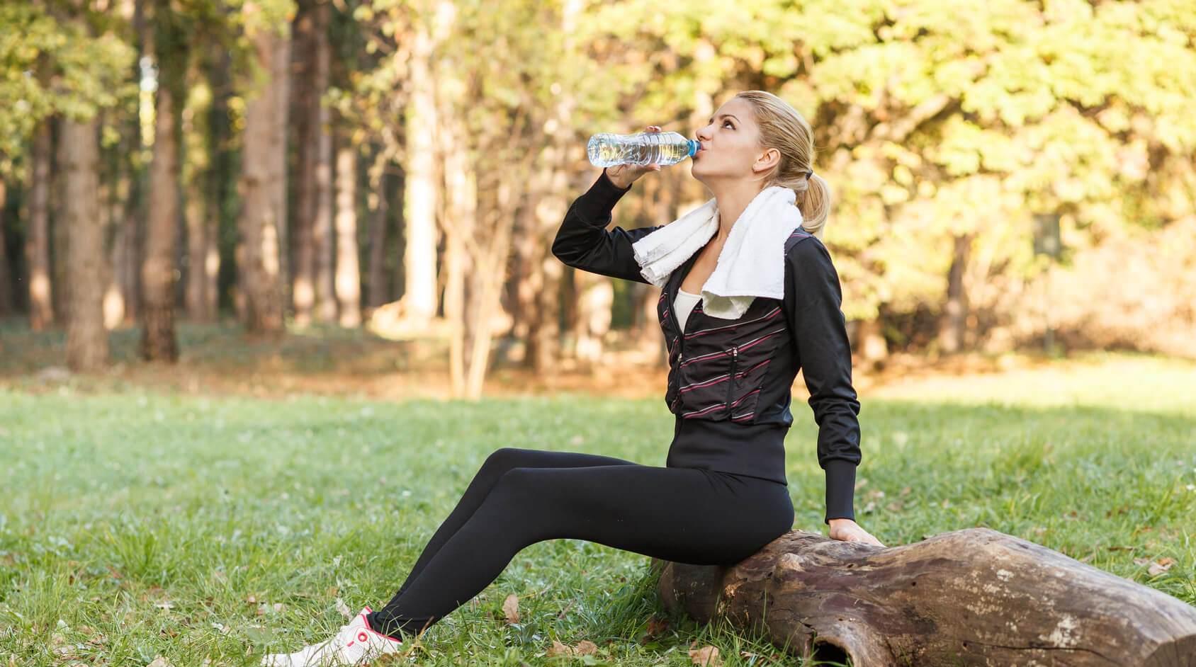 Sport im Herbst ausreichend Trinken