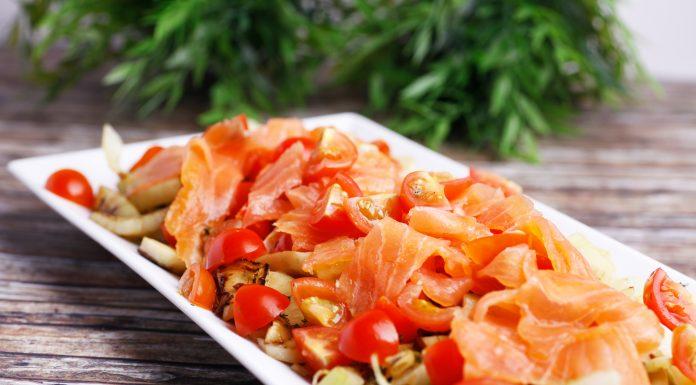 Marinierter Fenchel mit Tomaten und Lachs