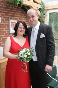 Stephie und ihr Mann auf ihrem Hochzeitsfoto