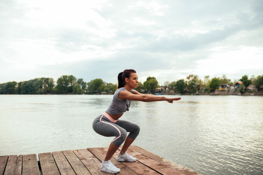 Frau trainiert Oberschenkel